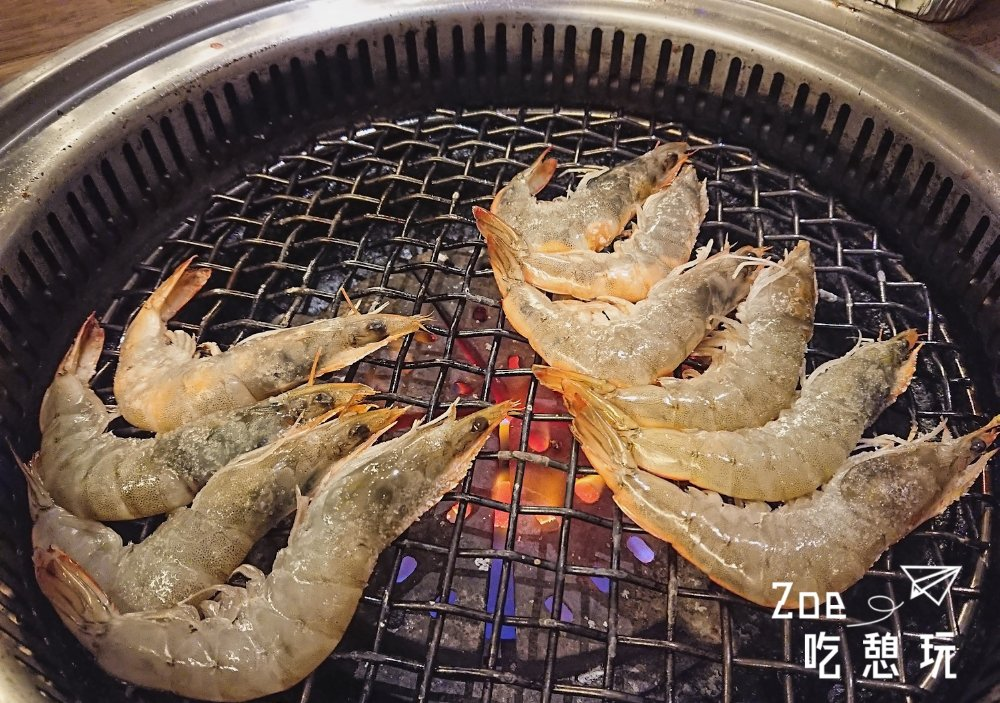新竹美食 / 勝利路燒烤吃到飽「燒BAR」論肉質、裝潢都不輸人!