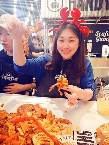台北美食/吃到手髒髒微風南山4樓Dancing crab蟹舞徒手抓海鮮的吃法太豪邁了!
