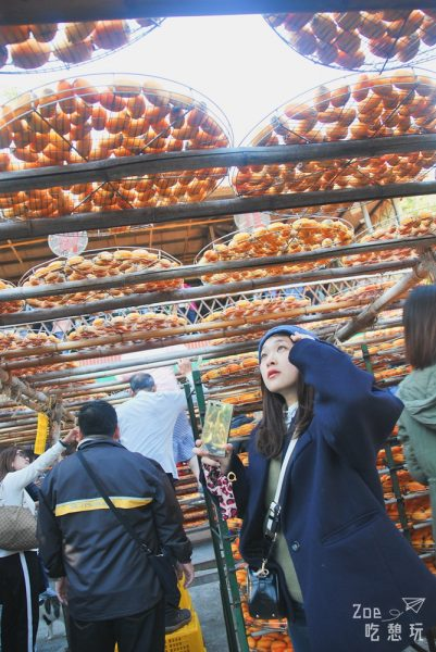 新竹景點/柿子紅了,抓緊曬柿尾巴去新埔味衛佳柿餅工廠看人曬柿子吧!