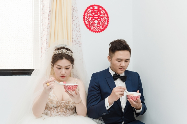 結婚籌備/婚禮攝影找婚攝子安Enzo拍超值得啦!感謝他連我爸不為人知的不捨都拍出來了,還把我拍成了公主
