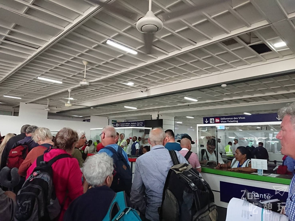 蜜月不正經 / 馬達加斯加探險記!機場入境篇,一切的混亂都從下飛機那刻開始