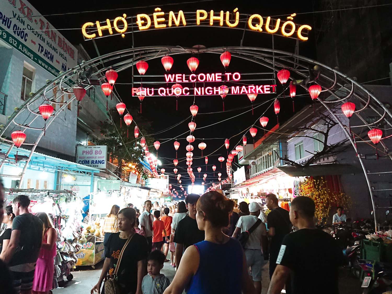國外旅遊 | 越南富國島逛夜市、吃榴槤和蛇皮果最後再買珍珠回台灣
