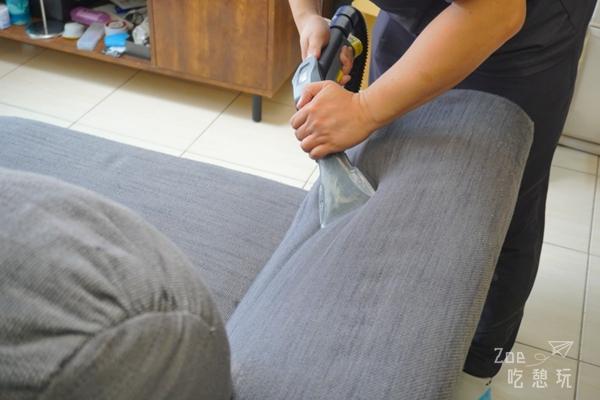 【清洗沙發】客廳布沙發該洗啦!「小夫妻專業除螨」到府清洗從除螨到清潔一次ok