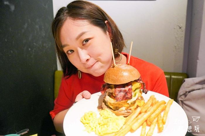 西門町早午餐/史丹貓吃漢堡!三層牛排大漢堡一顆飽足一整天,還有水牛城嗆辣雞翅超欠點